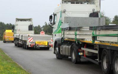 Livraison d'éléments préfabriqué béton en convoi